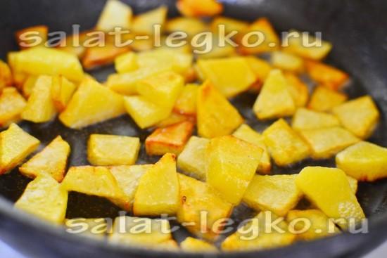картошку обжарить
