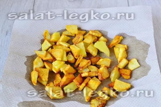 картошку выложить на салфетку