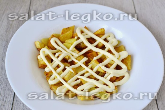 Первый слой мы формируем из картошки