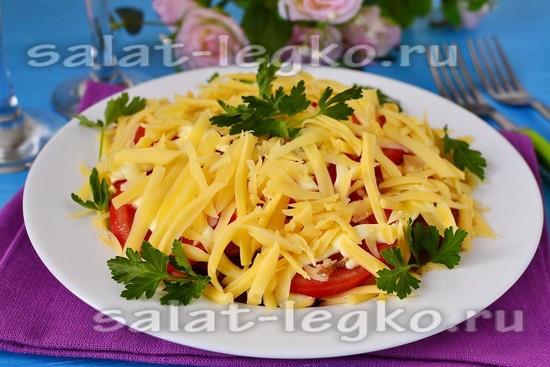 Салат из картофеля с колбасой и помидорами