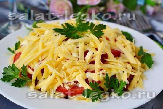 Салат с жареной картошкой и колбасой