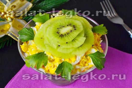 Салат с киви и куриным филе - рецепт с фото