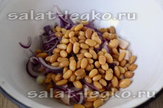 салатник выкладываем фасоль