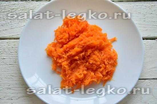 Вареную морковь натрите