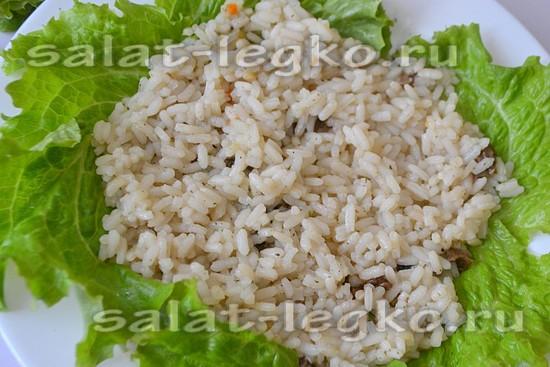 Рис соедините с нарезанными грибами