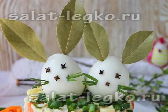 """Пасхальный салат """"Оливье"""" с курицей - рецепт с фото"""