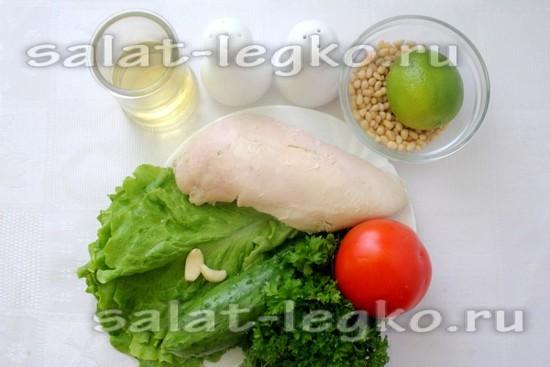 Ингредиенты для приготовления салата с кедровыми орешками и курицей