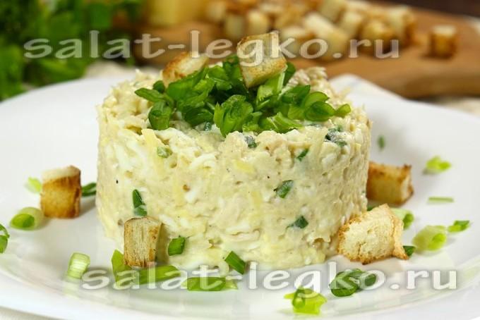 Салат с курицей, сыром и яблоками