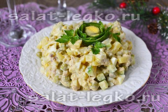 Салат с консервированным тунцом и огурцом