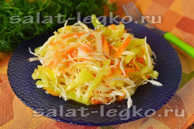 Салат витаминный из капусты и моркови, и перца