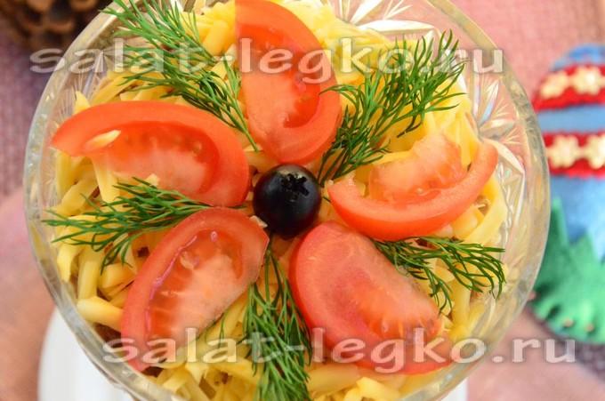 Салат с тунцом и помидором (без майонеза)