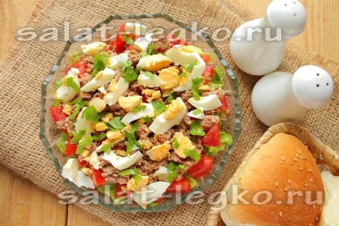 салат из тунца консервированного с яйцом и помидорами