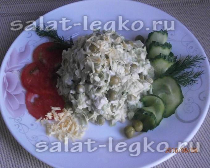Салат с куриной грудкой и китайской капустой