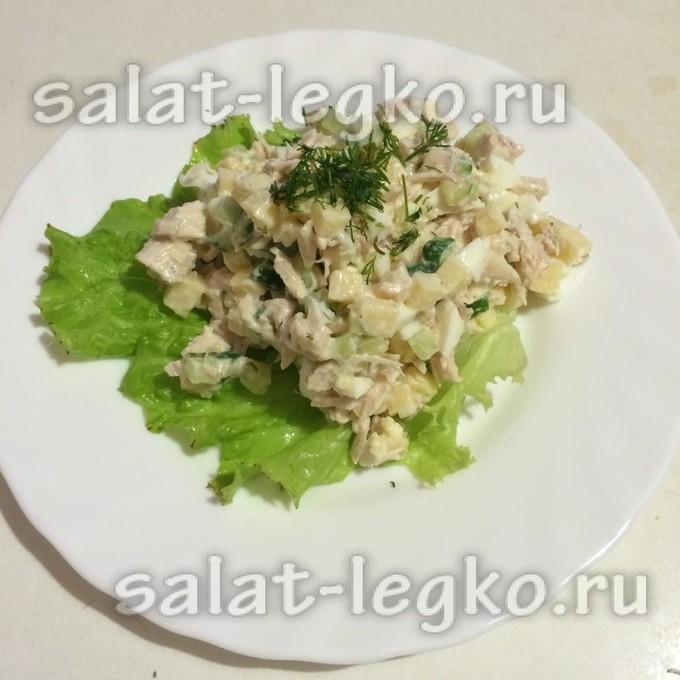 Салат с ананасом свежим и куриной грудкой