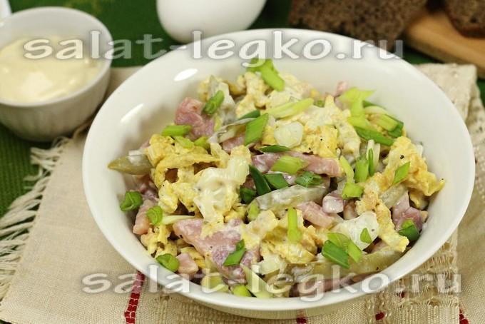 салат с ветчиной и омлетом рецепт с фото