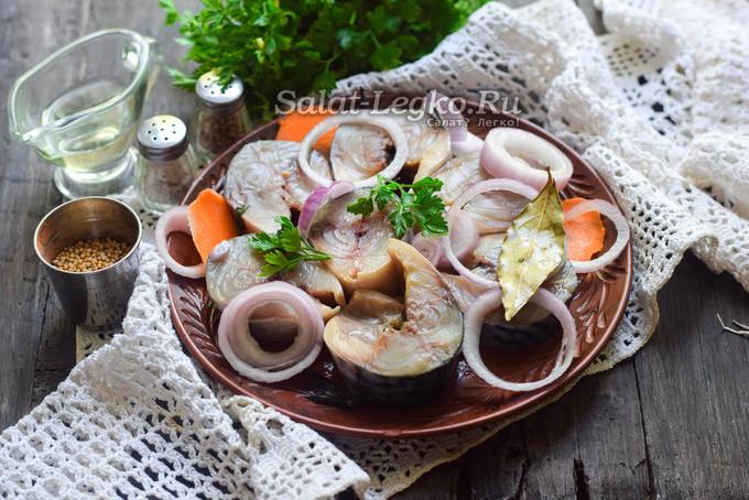 Салат из скумбрии пряного посола