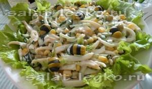 салаты с кальмаром и кукурузой