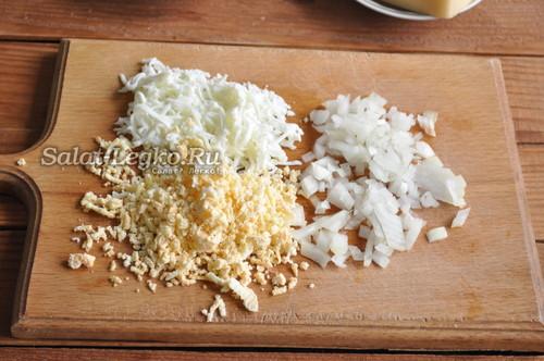 подготовить лук и яйца