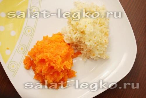 натереть картофель и морковь