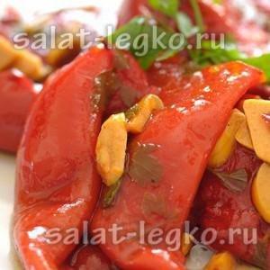Салат из разноцветных перцев на гриле и базилика