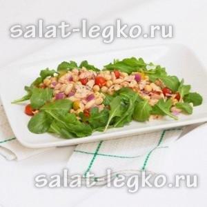 Салат с фасолью и рукколой