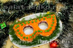 новогодний салат Маскарадная маска