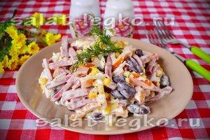 рецепт салата с кукурузойи колбасой