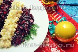Праздничный салат с хамсой и грушей.