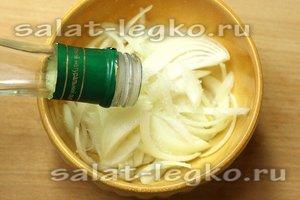 влить уксус яблочный уксус, соль и сахар