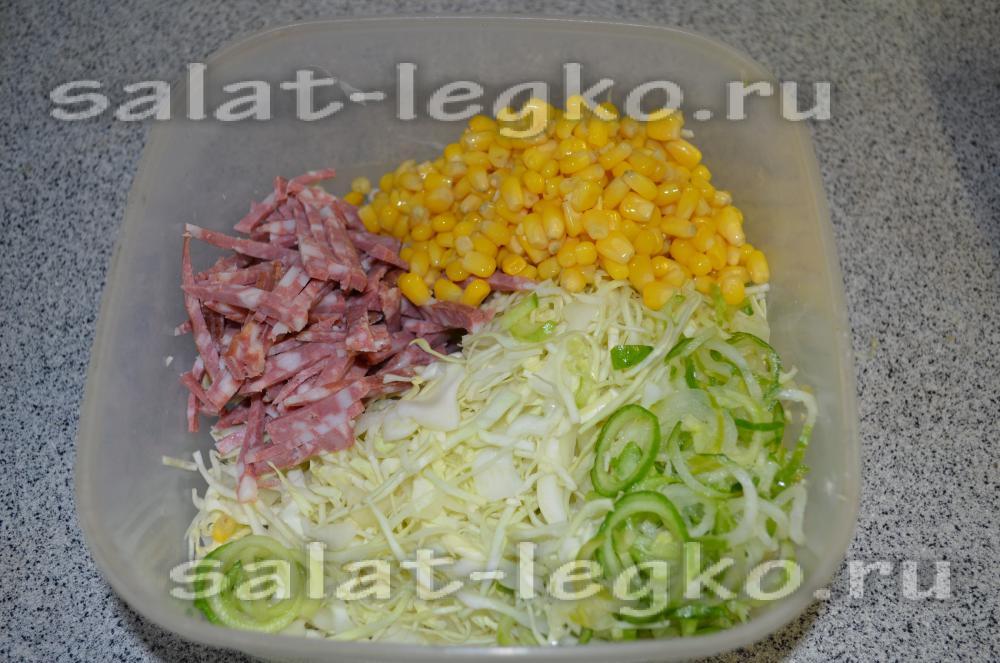 салат из огурцов колбасы и капусты