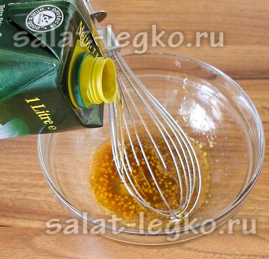 Вливаем оливковое масло