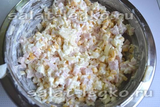 добавить кукурузу и майонез
