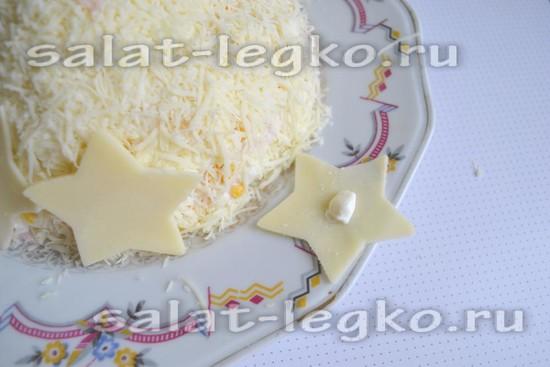 Фигурки из ветчины и сыра выложить сверху