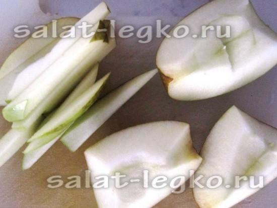 яблоко режем тонкими полосками