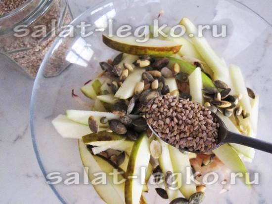 Присыпаем салат кунжутными семечками
