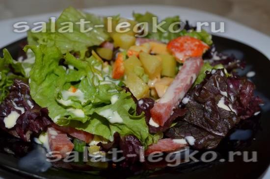 рецепт салата с сыром и салями