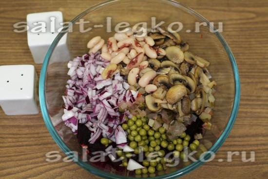 грибы и фасоль добавляем в салатную тарелку
