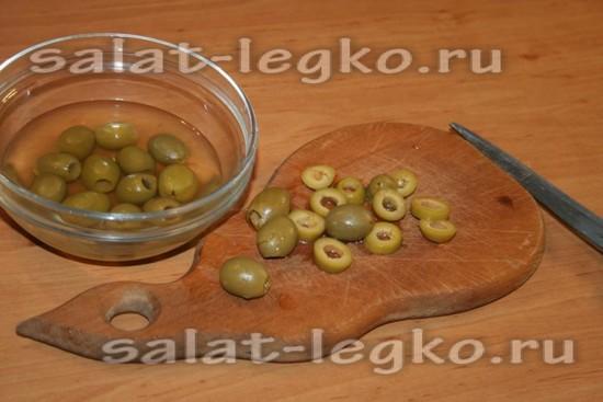 Оливки нарезать