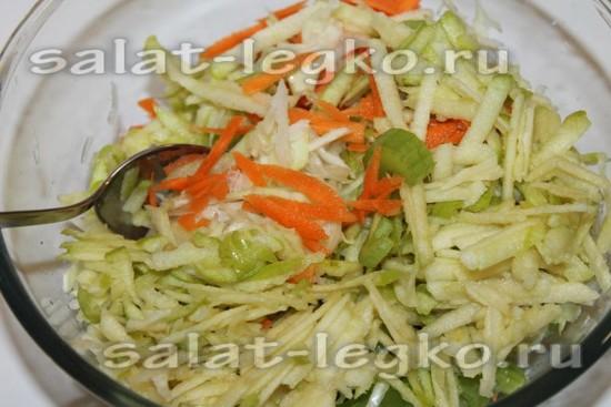 добавьте яблоко в салат