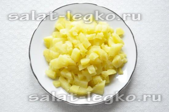 картошку отварить и нарезать