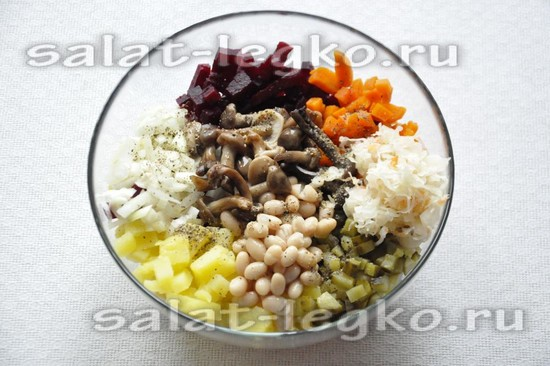 добавить квашеную капусту и консервированную белую фасоль