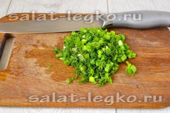 зелень мелко нарежьте
