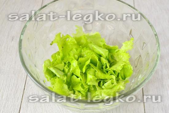 Листья салата рвем руками