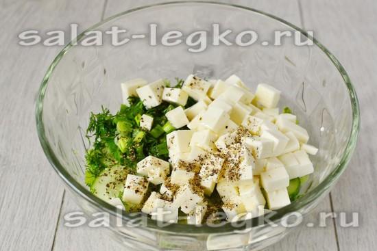добавить сыр и специи