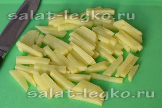 Режем картофель брусочками