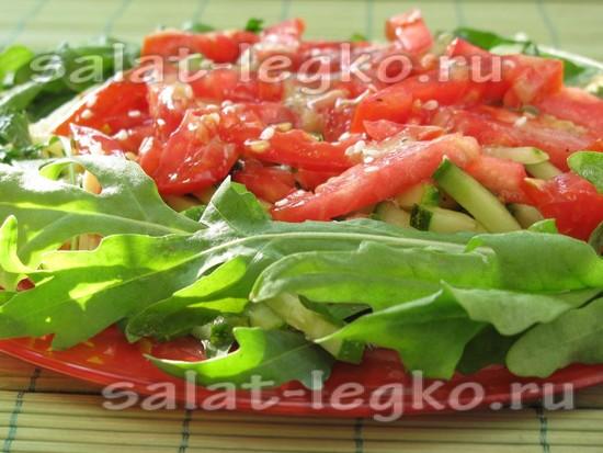 Салат с копченой куриной грудкой и свежим огурцом