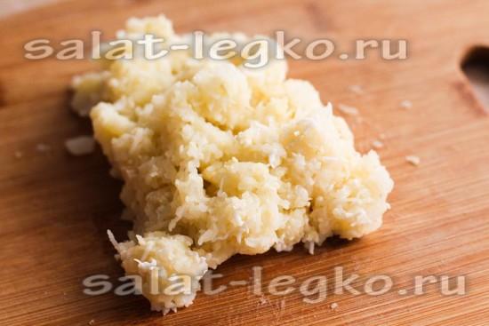 Натереть картофель