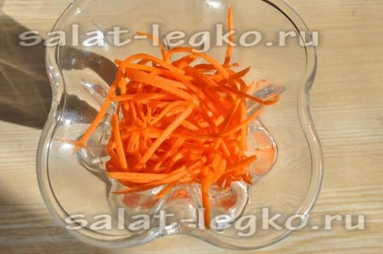 выложим натертую морковь