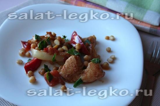 Салат с нутом и соевым соусом