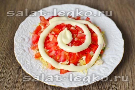 помидор нарезаем и выкладываем слоем